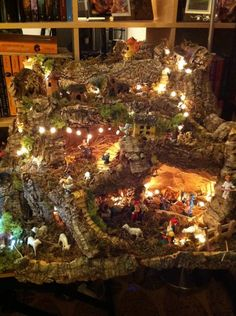 tutorial presepe napoletano Christmas Nativity Scene, Christmas Villages, Noel Christmas, Simple Christmas, Upcycled Home Decor, Upcycled Crafts, Diy Crafts For Adults, Diy And Crafts, Christmas Crafts