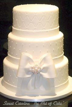 "Bolo branco com broche  - Sweet Carolina ""The art of Cake"""