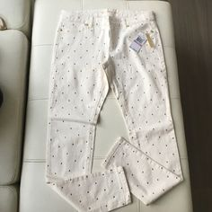 Super Cute Studded Michael Kors Jeans Never worn... Jeans have stretch... Great fitting pair of cream skinny jeans adorned with small gold dots. Super stylish... Ready for a new home Michael Kors Pants Skinny