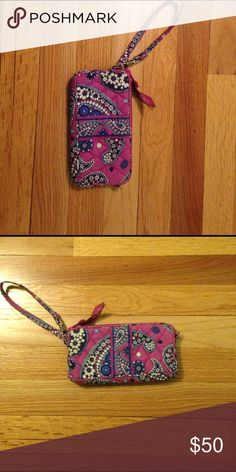 ✨PLEASE OFFER-MUST GO✨ Paisley Vera Bradley Wallet Pink paisley Vera Bradley wallet with an optional wristlet and two pockets Vera Bradley Bags Wallets