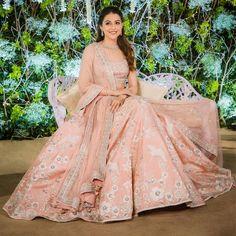 Wedding Lengha Bridal Lehenga Bollywood Ideas For 2019 Designer Bridal Lehenga, Indian Bridal Lehenga, Indian Bridal Outfits, Indian Gowns, Bridal Dresses, Indian Wear, Dress Indian Style, Indian Fashion Dresses, Engagement Dress For Bride