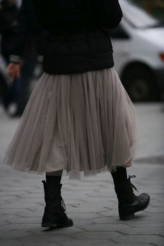 limilee: via 16 House winter tulle Mode Style, Style Me, Girl Style, Estilo Dark, Skirts With Boots, Skirt Boots, Dress Boots, Estilo Hippie, Tulle Dress