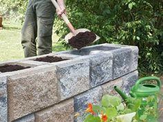 Im Allgemeinen sagt man: Mauern will gelernt sein, doch diese Trockenmauern schaffen Sie auch ohne Vorkenntnisse!