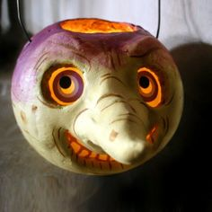 Instead of pumpkins, turnips were originally used for carving at Halloween! Pretty spooky looking :) Retro Halloween, Halloween Clay, Halloween News, Spooky Halloween, Halloween Pumpkins, Halloween Crafts, Happy Halloween, Halloween Decorations, Halloween Night