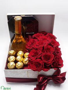 Poklon kutija sa crvenim ružama - - My site Flower Box Gift, Flower Boxes, Valentines Flowers, Valentine Day Gifts, Happy Birthday Flower, Birthday Gifts, Chocolate Flowers Bouquet, Box Roses, Candy Crafts
