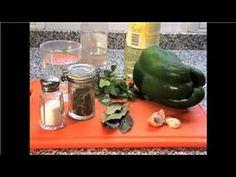 Como Hacer Salsa Chimichurri    Para hacer una taza y media:  1/2 taza de aceite de oliva  1/2 taza de vinagre de vino  1/2 taza de cebolla picada bien finito  1 cucharadita de ajo picado fino  1/4 taza de perejil fresco picado  1 cucharadita de orégano seco  1/4 de cucharadita de ají molido  1 y 1/4 cucharadita de sal  1 cucharadita de pimienta negra molida fresca