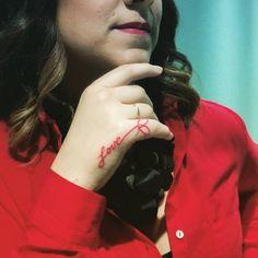 Tatuaje hilo rojo love