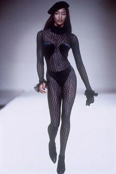 Womens Fashion 50 Year Olds .Womens Fashion 50 Year Olds Naomi Campbell, Haute Couture Style, Fashion Weeks, Fashion Outfits, Fashion Tips, Vintage Vogue, Vintage Fashion, Stephanie Seymour, John Galliano