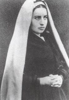 Our Lady Mother of Humanity: Saint Bernadette Soubirous Ste Bernadette, St Bernadette Of Lourdes, St Bernadette Soubirous, Catholic Saints, Roman Catholic, Incorruptible Saints, Nun Outfit, Ignatius Of Antioch, John The Evangelist