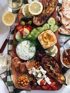 Greece Food, Birthday Snacks, Party Finger Foods, Party Buffet, Charcuterie Board, Greek Recipes, Clean Eating, Food Porn, Appetizers