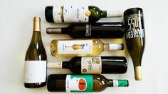 Después de nuestra primera cata de vinos blancos ecológicos Vinos Blancos I : Vinos del Interior, empezamos con las catas de vinos blancos mediterráneos pues son las tierras bañadas por este mar las que más diversidad de vinos blancos producen. En la primera cata de vinos blancos mediterráneos I cataremos solo vinos de Catalunya por ser una de las más variedad tiene de vinos blancos.