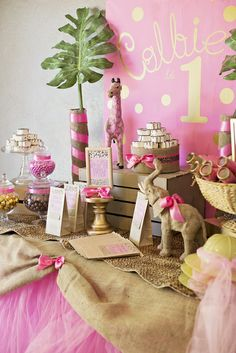 Pink glam safari party by Bash Party Style Safari Theme Party, Safari Birthday Party, Jungle Party, First Birthday Parties, Girl Birthday, First Birthdays, Birthday Ideas, Pink Und Gold, Festa Party