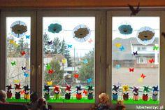 Wiatraczki w doniczce (dekoracja okienna)   #wiatrak #wiatraczek #okno #dekoracjeokienne #dekoracjanaokno #przedszkole #dekoracjeprzedszkolne #dekoracjewiosenne #wiosna #kwiat #kwiatek #motyl #motylek #lubietworzyc #DIY #windmill #window #windowdecoration #preschool #kindergarten #preschoooldecorations #kindergartendecorations #springdecorations #spring #butterfly #handmade #zpapieru #papercraft