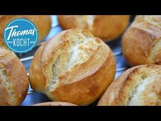 Die besten Brötchen backen, ganz einfach / ohne kneten - no knead / Thomas kocht - YouTube Pizza Recipes, My Recipes, Bread Recipes, Vegetarian Recipes, Oven French Toast, Salad Dressing Recipes, Evening Meals, Pampered Chef, Dough Recipe
