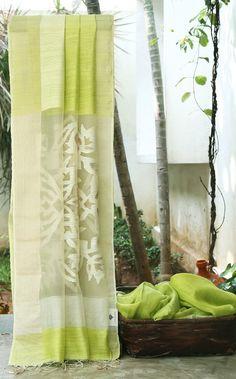 CHARMING LIME GREEN MATKA SILK IS COMPLEMENTED BY KORA PALLU WITH INTRICATE… Kora Silk Sarees, Kanjivaram Sarees, Ethnic Sarees, Indian Sarees, Saree Dress, Saree Blouse, Saree Models, Traditional Sarees, Cotton Saree