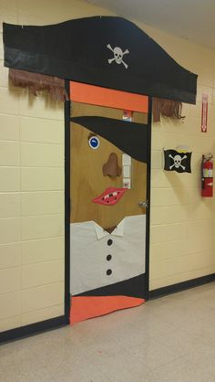 Crews Lake: Pirate themed door decoration to go along with a pirate themed classroom; Class Decoration, School Decorations, School Themes, Classroom Themes, Pirate Door, Halloween Garage Door, Teach Like A Pirate, The Pirates, Mermaid Bathroom Decor