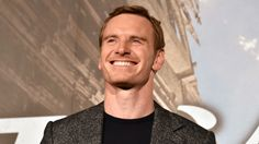 Michael Fassbender In Japan Promoting Assassin's Creed! マイケル・ファスベンダー、「アサ...