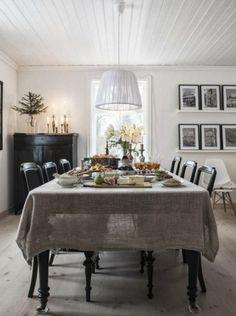 Like the set up here. Put the bar under those shelves. Like the burlap table cloth too.