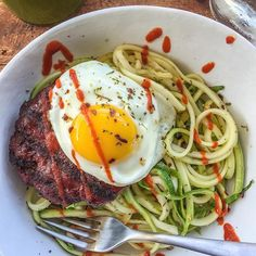 Here's my keto #dinner: smoked bison patty with 1 egg, sautéed zucchini noodles with garlic and of course sriracha. I've been experimenting with a #ketogenic diet lately so stay tuned for much more info on this and if it's right for you! Essentially, it's high protein, high fat and no (very low) carbs. The fats in the food help you feel full and satisfied. Again, more to come...but in the meantime, jot down any questions you may have about ketogenic diets so I can be sure to address. Boom…