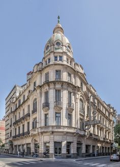 Set in a refurbished historical building and featuring spa facilities, Esplendor by Wyndham Savoy Rosario offers design accommodations in central Rosario. Arch Building, New Background Images, Facade, Spain, Villa, Louvre, Around The Worlds, Luxury, City