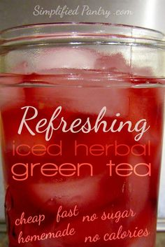 this sugar-free, calorie-free, fast, cheap homemade iced herbal green tea for a summer refresher without guilt. Iced herbal green tea for the win. Homemade Iced Tea, Homemade Detox, Green Tea Recipes, Iced Tea Recipes, Sweet Green Tea Recipe, Drink Recipes, Sangria, Herbal Green Tea, Herbal Teas