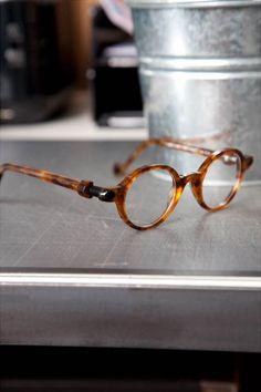 Luxury Sunglasses, Stylish Sunglasses, Sunglasses Women, Glasses Trends, Lunette Style, Steampunk Sunglasses, Cool Glasses, Fashion Eye Glasses, Sunglass Frames