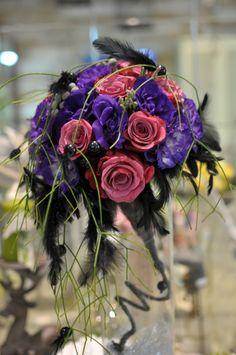 #Buchet de #mireasă cu #trandafiri și #eustome inspirat de #rocknroll. #rocknrollbride #bouquet #wedding Floral Wreath, Wreaths, Decor, Flower Crowns, Door Wreaths, Decorating, Deco Mesh Wreaths, Dekoration, Deco