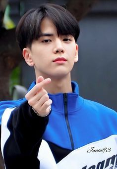 """Lo suka sama gue kan?"" Zeta mengangguk cepat dengan matanya yang b… #teenfiction #Teen Fiction #amreading #books #wattpad Korean Haircut Men, Korean Boy Hairstyle, Cute Hairstyles For Short Hair, Boy Hairstyles, Hair Style Korea, Medium Hair Styles, Short Hair Styles, Kpop Hair, Korean Boys Ulzzang"