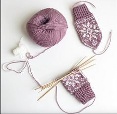 Ravelry: Floral Selbu pattern by Tonje Haugli Baby Mittens, Knit Mittens, Knitted Gloves, Crochet Slippers, Knit Crochet, Scandinavian Pattern, Baby Barn, Mittens Pattern, Knitting Accessories