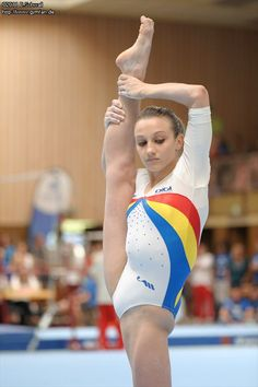 See the source image Gymnastics Photography, Gymnastics Pictures, Sport Gymnastics, Artistic Gymnastics, Olympic Gymnastics, Rhythmic Gymnastics, Katharina Witt, Belle Nana, Sixpack Workout