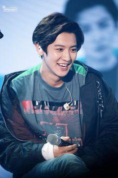 I love your smile 💟💟 Baekhyun Chanyeol, Kpop Exo, Exo Chanyeol, K Pop, Rapper, Luhan And Kris, Kim Minseok, Xiuchen, Actor