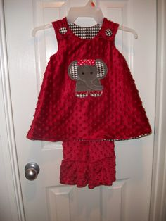 minky dot @Lindsey Alford Conner do you have any applique similar bc i'm thinking lyla needs this sooo bad!!!