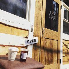 おはようございますFLAT STANDです 本日5月23日(月)11時よりPre Openです CoffeeとJapanese Teaをメインとしたドリンクメニューからスタートします はじめて来たのにどこか懐かしい そんな木の温もりに包まれた場所で みなさまにお会いできるのを楽しみにしています < grand open > 6月4日sat プレオープン期間5/236/3)の営業時間は11:0020:00とさせていただきます 終わりの時間は日によって延びるがあります #カフェ #cafe #東京カフェ #コーヒー #coffee #コーヒースタンド #coffeestand #ドリップ #drip #エアロプレス #aeropress #日本茶 #japanesetea #ocha #レンタルスペース #rentalspace #府中 #fuchu #多磨霊園 #古民家 #古民家café #リノベーション #リメイク #ノスタルジック #ノスタルジー #フラットスタンド #フラスタ #flatstand #シンクハピネス http://ift.tt/1Vbg53z