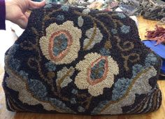 Making art with wool. An interactive rug-hooking community. Rug Hooking Designs, Rug Hooking Patterns, Rug Yarn, Wool Rugs, Hand Hooked Rugs, Form Crochet, Carpet Bag, Penny Rugs, Karen