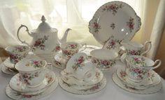 ROYAL ALBERT Moss Rose Tea Set. Vintage Moss by PrettyVintageHome