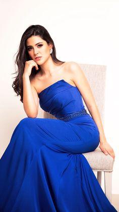 Vestido de noche azul rey. Siente el poder y la confianza que el vestido perfecto te puede dar. Renta tu vestido en www.binaboutique.com