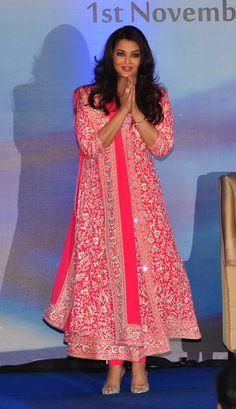 Aishwarya Rai looked resplendent in a pink and white Abu Jani Sandeep Khosla kalidaar dress