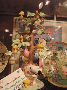 oh to possess this! Snoopy Love, Snoopy And Woodstock, Easter Tree, Easter Eggs, Charlie Brown Easter, Hello Kitty Imagenes, Holiday Tree, Holiday Decor, Peanuts Snoopy