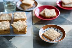 Gluten-Free parmesan crackers savoury biscuits, savoury baking, sbs food, g Savoury Biscuits, Savoury Baking, Gluten Free Cooking, Cooking Recipes, Bread Substitute, Sbs Food, Baking Classes, Lose Weight Quick, Biscuit Recipe
