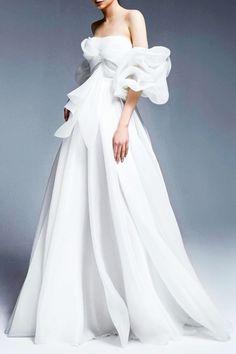SARA MRAD 'Marie Antoinette' Bridal Collection 2022 #saramrad #saramrad2022 #fashion #moda #dress #vestido #vestidosdenovia #weddingdresses #weddingdress #noiva #bride #whitedress #vestidobranco #bridal Most Beautiful Wedding Dresses, Beautiful Gowns, Designer Gowns, Designer Wedding Dresses, Evening Dresses For Weddings, Formal Dresses, Bridal Gowns, Wedding Gowns, Fall Wedding