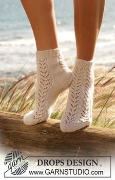 Women - Free knitting patterns and crochet patterns by DROPS Design Lace Socks, Crochet Socks, Wool Socks, Knit Crochet, Knit Lace, Lace Knitting, Knitting Socks, Knitting Patterns Free, Free Pattern
