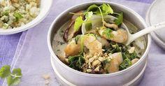 Hier kann man sich gar nicht entscheiden, wer der Star auf dem Teller ist: das Curry oder der nussige Gemüsereis? Ein geniales Gericht - nicht nur ...
