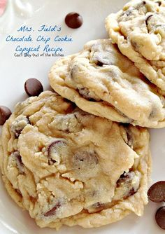Field's Chocolate Chip Cookie Copycat Recipe – Can't Stay Out of the Kitchen recipes Mrs. Field's Chocolate Chip Cookie Copycat Recipe Beaux Desserts, Mini Desserts, Cookie Desserts, Just Desserts, Cookie Recipes, Baking Recipes, Delicious Desserts, Dessert Recipes, Yummy Food