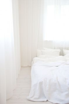 white living, white pale beds♥