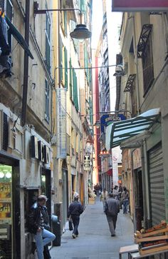 italian cities streetnarrow - Google Search