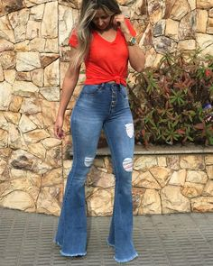 Womens Outfits With Jeans Casual Looks Boots Ideas Latest Fashion For Women, Trendy Fashion, Boho Fashion, Fashion Outfits, Trendy Style, Womens Fashion, Fashion Trends, Flare Jeans Outfit, Casual Jeans