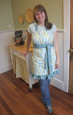 Apron with D-ring adjustable neck strap - tutorial