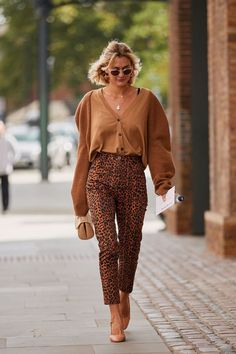 The Latest Street Style From London Fashion Week #streetstyle #springoutfit #springstyle Fashion Outfits, Women's Fashion, Fashionable Outfits, Fashion Stores, Fashion Spring, Fashion Websites, Fashion Weeks, Cheap Fashion, Timeless Fashion