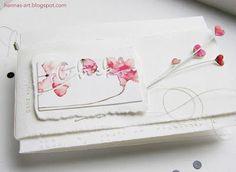 Mit einem Tag Verspätung kommt sie nun, die fehlende Hochzeitskarte:  Den seitlichen Stempelabdruck 'ganz viel ...' neben dem negativ Die-Cut kann man auf den Fotos leider kaum erkennen.Dafür leuchtet