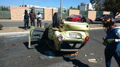 Se reportan dos personas lesionadas en la volcadura – Morelia, Michoacán, 21 de enero de 2017.- Alrededor de este medio dia se registró la volcadura de un automovil en la ...